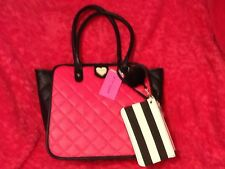 BETSEY JOHNSON  TOTE W/ WRISTLET PURSE LARGE PINK FUSHIA  BLACK QUILTED  NEW