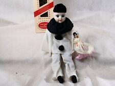 SM Taiwan poupée porcelaine PIERROT 37 cm + poupée vinyl folklorique en boite