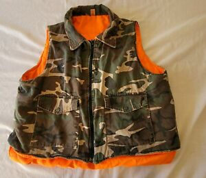 Vintage Green/Black Camouflage Hunting Vest W/ Orange lining size Extra Large