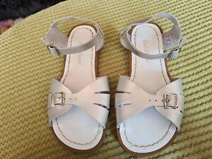 saltwater sandals size 5