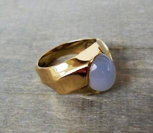 Massiver Ring mit einem Calzedon Cabochon aus 375 Gold (gestempelt)