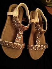 Ladies Easy Street Beige and white Sandals Size 36 UK 3