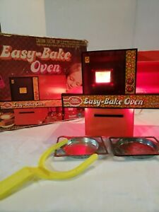 Vintage 1976 Betty Crocker Easy Bake Oven by Kenner Original Box With 2 Trays &