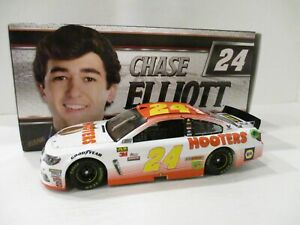 CHASE ELLIOTT  & GUSTAFSON .. signed 2017 .. HOOTERS  .. 1/24 CAR