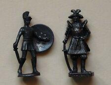 LOT 2 guerriers (HOPLIT+Samouraï-3) 40 mm Figurines Kinder métal TBE brun