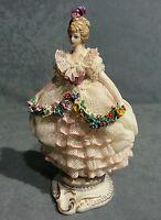 PORCELANA CAPODIMONTE joven dama en miniatura con cordón,y garland flores