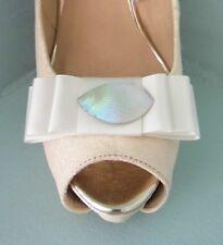 2 Clips Para Zapatos Arco marfil luz con centro de estilo perla