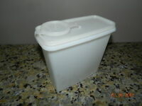 Vintage TUPPERWARE 13 Cup Store-N-Pour Cereal Keeper w/ Lid  #469 White Made USA
