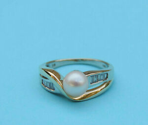 Ladies Cultured Pearl Solitaire Ring w/ 10 Baguette Diamonds - 14K Yellow Gold