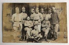 CPA. Carte Postale Photographique. Soldats. Militaires. Décoration. 8 sur le Col