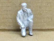 Mann auf einem Bein kniend, Zinnfigur Nr. 35, unbemalt, Omen, 1:43