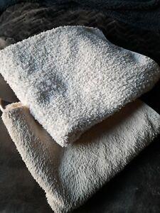 2x  Hand Towels