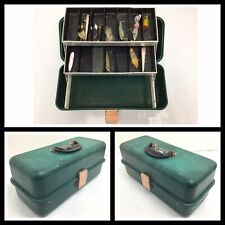 Vintage Umco 802-R Fishing Tackle Box 2 Tray w/ lures Walkin Stick, Sputterbug +