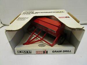VINTAGE 1989 ERTL 1/16 SCALE CASE INTERNATIONAL 5100 GRAIN  DRILL **NEW IN BOX**