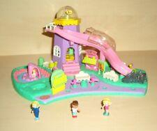 POLLY POCKET Spiellandschaft Leuchtturm Spielplatz + 3 Figuren - süß (PP40)