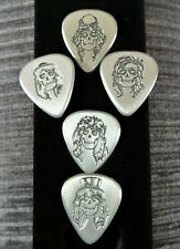 More details for guns n' roses - 5 x metal guitar picks with band skull faces & signatures