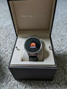 Huawei Watch 42mm with Leather strap. PLUS EXTRAS - straps