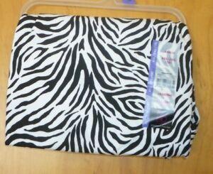 New Juniors XXL (19) Zebra Print Black and White Ankle Leggings