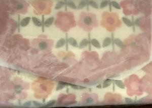 VERA BRADLEY NWT Folkloric Woman's Wallet In Neoprene SR $30 Stock Photo🛍