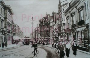 PRINT 10 X 7  SHOPS AND MANY PEOPLE TRAMS IN KING STREET READING BERKSHIRE
