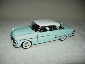 ORIGINAL 1953 FORD CRESTLINE VICTORIA 1:24 WELLY  OPENING HOOD & DOORS