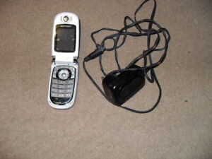 Motorola V235 Mobile phone in really good condition with charger & manual