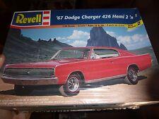 REVELL 85-7669 1967 DODGE CHARGER HEMI 2N1 1/25 MODEL CAR MOUNTAIN FS