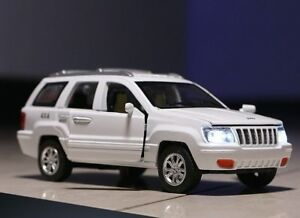 Jeep Grand Cherokee 1:32 SUV Car Diecast Vehicle 4x4 Pull Back Music Light Toy