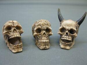 Set von 3 Stück  Totenkopf  Skull  Briefbeschwerer  5 cm Paperwight  Konvolut