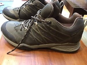 Mens 9 North Face GORTEX Hiking Shoes, Waterproof, VIBRAM Soles, Used Twice
