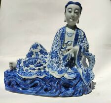 CHINESE PORCELAIN BLIE AND WHITE FIGURE OF GUANYIN. REPUBLIC PERIOD