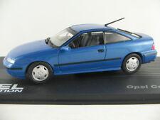 IXO #16 Opel Calibra V6 (1993-1997) in blaumetallic 1:43 NEU/PC-Vitrine