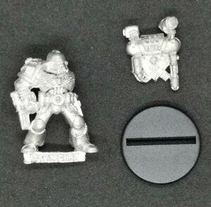 Space Marines Apothecary Metal OOP 1994 Warhammer 40k