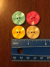 4 Wavy Resin Buttons In Assorted Colors