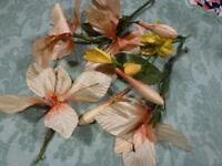 les fleurs tissus ancienne , vieux rose= créations chapeaux ou décor