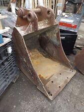"""28""""/700mm Excavator Bucket P/D 60mm D/W 270mm C/C 300mm/415mm (959)"""
