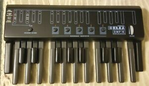 ELKA DMP-18 MIDI Pedalboard, 1 1/2 Octaves, Excellent w/ Carry Bag