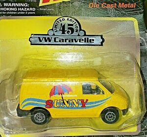 Maisto yellow VW Volkswagen Caravelle Sunny Van Bus 1:64 (Mint in Package) 15001