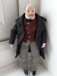 DOLLS HOUSE MINIATURES 1/12 LOVELY CHARACTERFUL OLDER MAN DOLL - WELL DRESSED