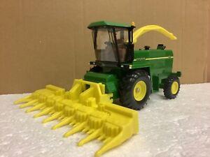 1/32 Scale Ertl 15644 John Deere 6850 forage harvester tractor tracteur