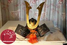 Masques et objets ethniques en métal pour la décoration intérieure de la maison