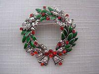 VTG SILVER TONE GREEN ENAMEL CHRISTMAS HOLLY RED RHINESTONE WREATH PIN BROOCH