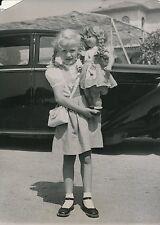 Brigitte Fossey 1952 - Avec sa Poupée  Repos sur la Côte d'Azur - PR 119