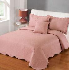 Trapunte e copriletti rosa fantasia ricamato
