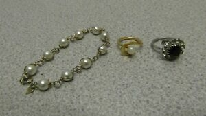 Very Pretty SARAH COV Faux Pearl Bracelet & 2 Rings