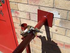 2 Regolabile legami muro per una torre patibolo