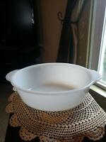 Vintage Fire King Oval White Milk Glass 1-1/2 Qt. Casserole Baking Dish #467