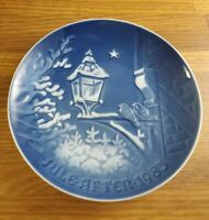1983 Bing & Grondahl B&G Christmas in the Old Town plate 7 inch plate #9083
