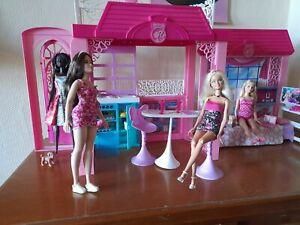 Barbie Ferienhaus mit 4 Barbie Fashion Puppen und Barbie Zubehör Extras