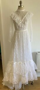 """VINTAGE 1970s Victorian Style Wedding Dress with Flounces, Size 17"""" pit to pit"""